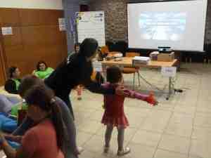 Az Új Nemzedék Közösségi Tér standjánál X-Box-szal játszanak a gyerekek