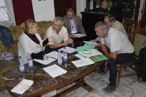 A résztvevők csoportmunka keretében beszélik meg a feladatokat