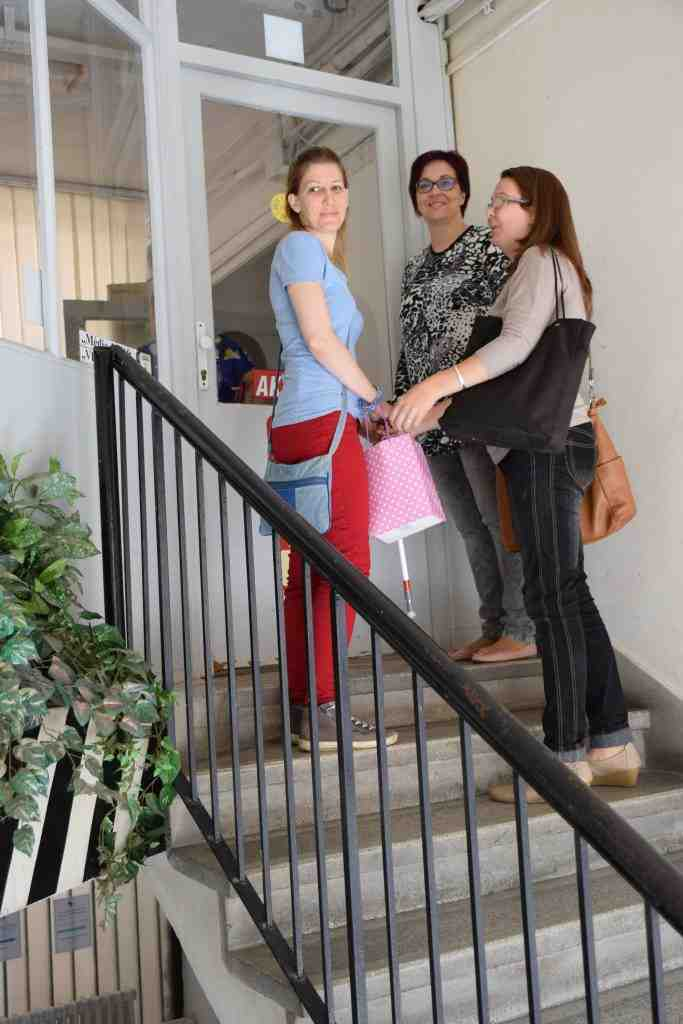 Gárdai Tünde érkezik segítőjével, Kiss Judittal, valamint Danku Orsolyával a JNSZM Esély Közalapítványa munkatársával